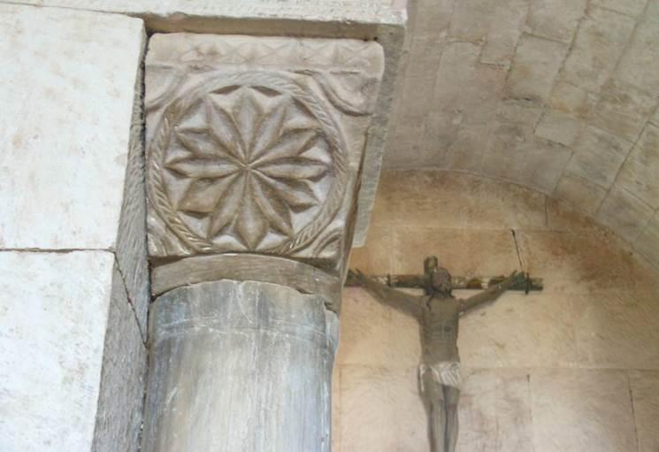 Capiteles del interior de la iglesia San Pedro de la Nave - Orígenes de Europa