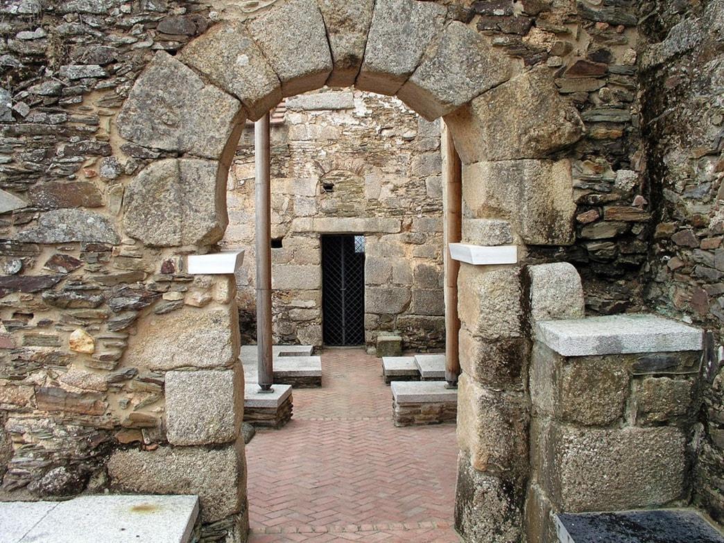 Claustro de Santa Lucía del Trampal - Orígenes de Europa