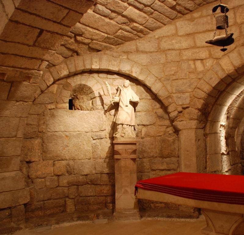 Interior de la cripta de San Antolín - Orígenes de Europa