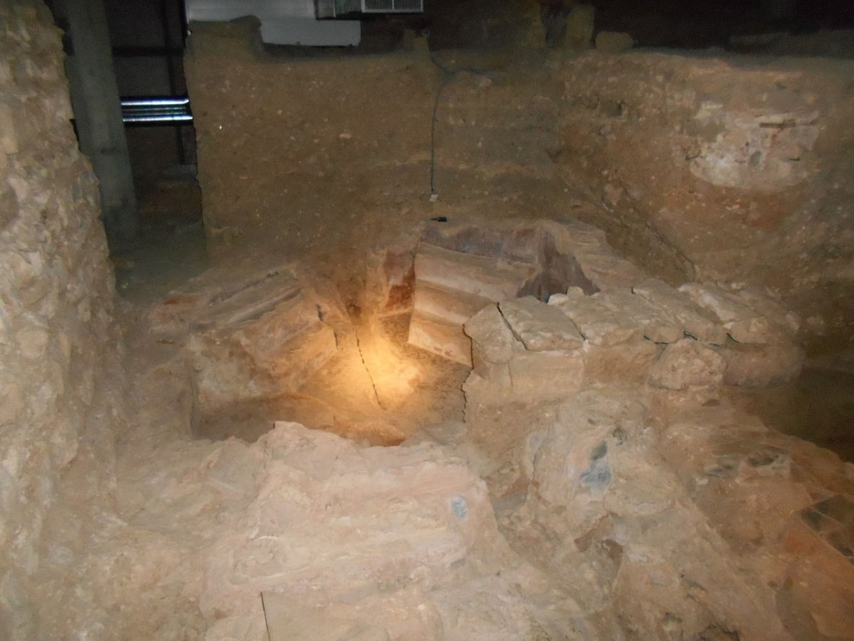 Piscina Bautismal de la basílica paleocristiana de la Santa Cruz, museo de historia de Barcelona - Orígenes de Europa