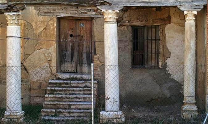 Porche de la casa prioral de San Román de la Hornija, siglo XX - Orígenes de Europa