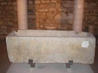 Sarcófago de mármol en la iglesia de San Román de Hornija - Orígenes de Europa