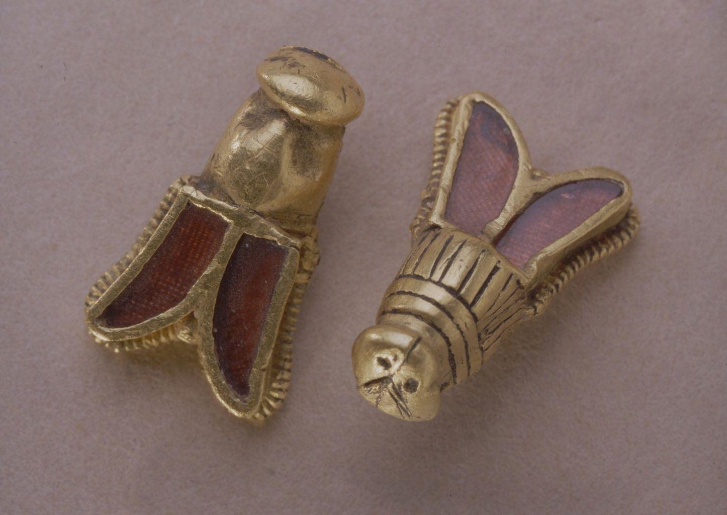 Abejas de oro que formaban parte del ajuar de Childerico - Orígenes de Europa