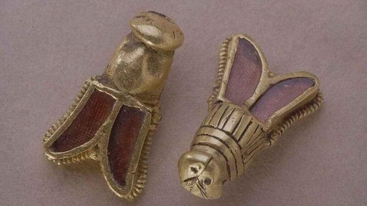 Abejas de oro que formaban parte del ajuar de Childerico, Orígenes de Europa