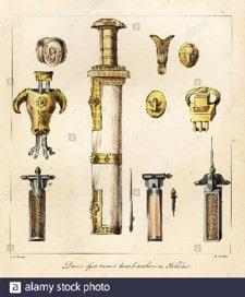 Espada, bardo, anillo de señales, hebilla y otros elementos encontrados en la tumba de Childeric - Orígenes de Europa